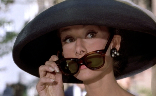 Breakfast-at-Tiffanys_Audrey-Hepburn_black-hat-sunglasses